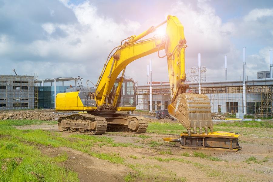 Jak szybko i sprawnie wymienić szybę w maszynie budowlanej?