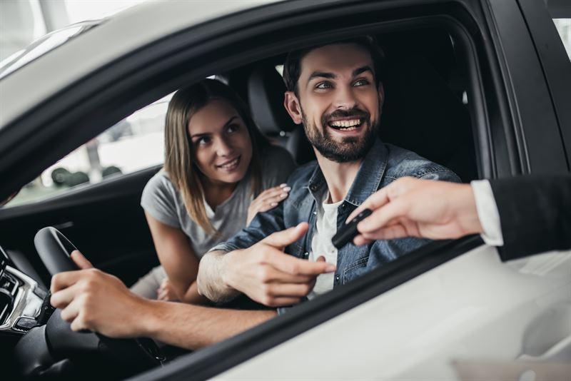 Użyczanie samochodu z umową czy bez?