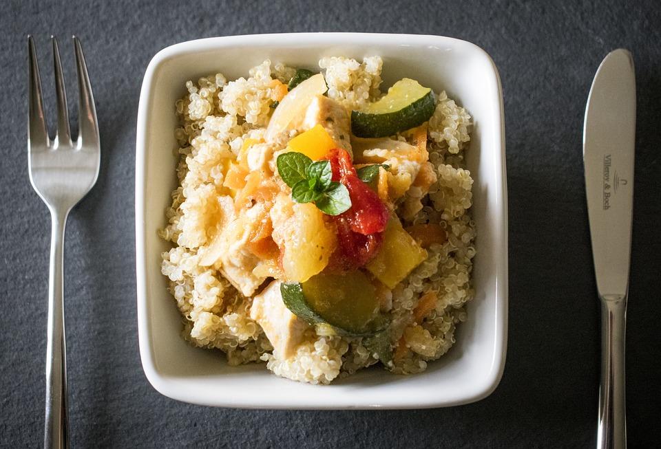 Komosa ryżowa (quinoa). Dlaczego jest taka zdrowa? Jak ją przyrządzić?