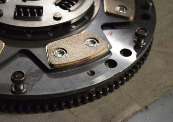 Czy warto oszczędzać na częściach do swojego samochodu?